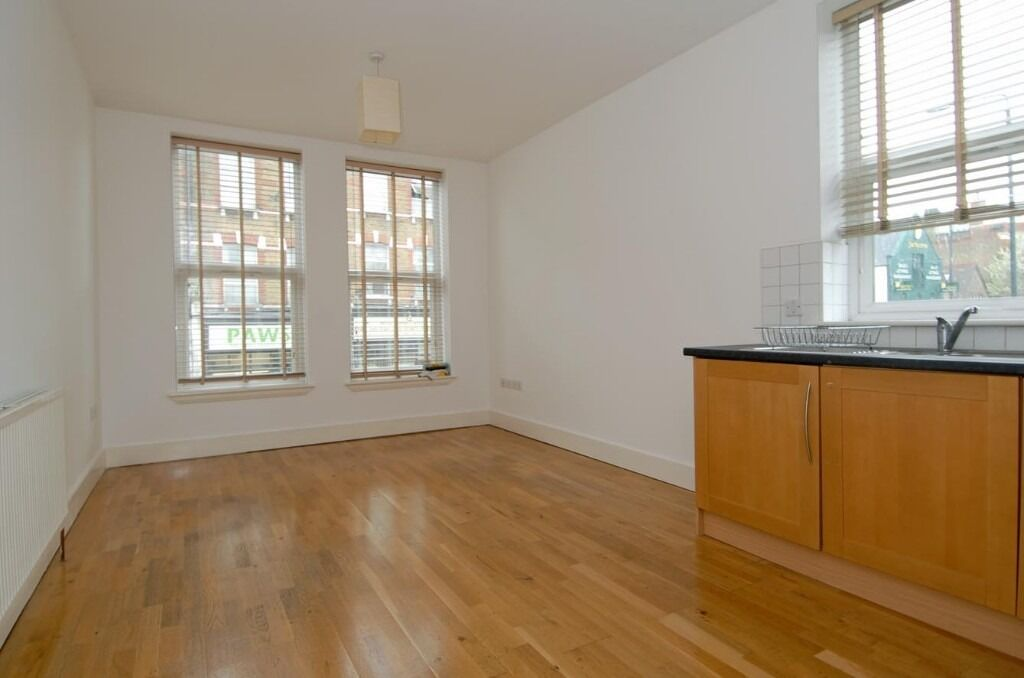 First Floor One Double Bedroom Flat on Trinity Road, London, SW17, £1350 per month