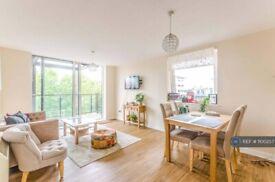 2 bedroom flat in Berglen Court, London, E14 (2 bed) (#1100257)