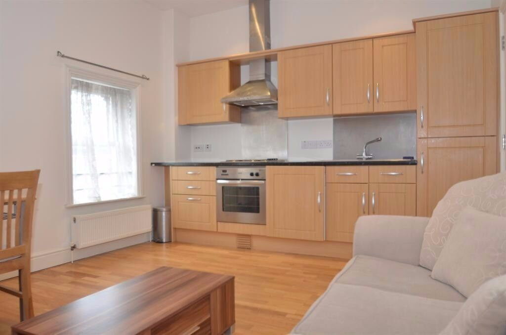 ** Amazing location 1 bedroom property to rent in December**