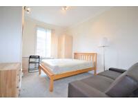 W14: Spacious Three Bedroom Apartment close to Kensington High St