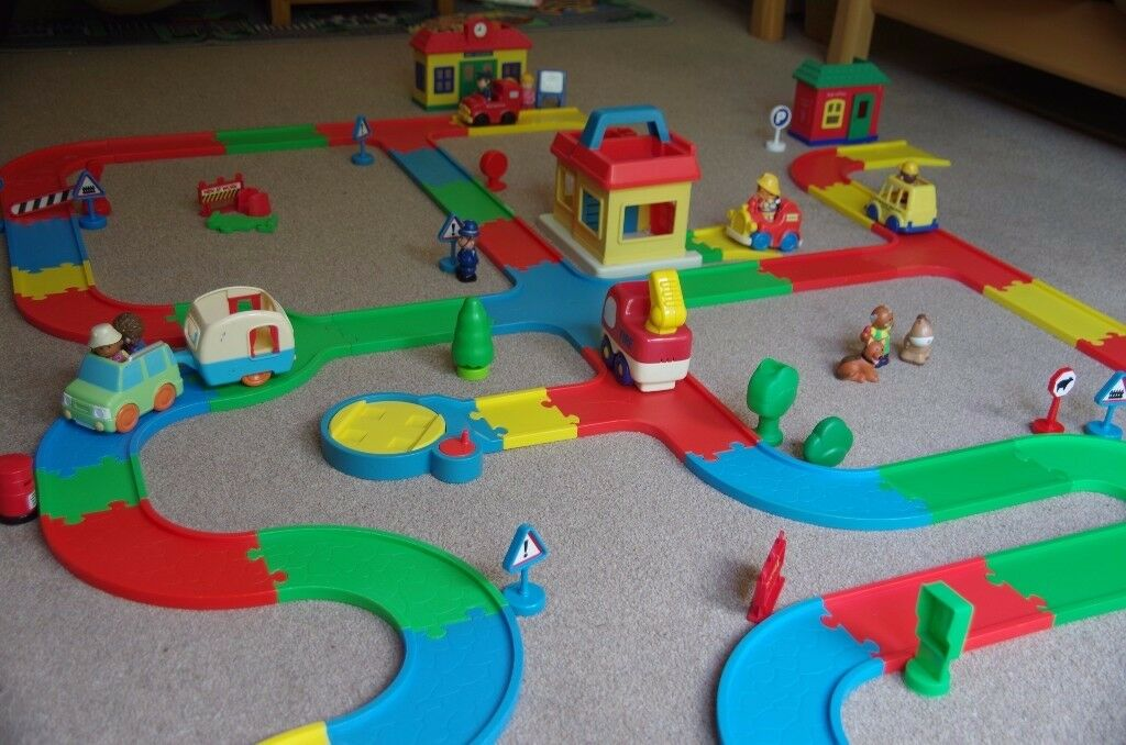 Car tracks, village, school, fire station and load of figures total 87 pieces