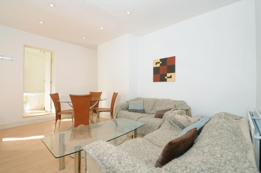 A bright and spacious two double bedroom, one bathroom property, Tamworth Street, SW6