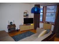 To Let, Large 2 bedroom tenement corner flat on the preferred 1st floor