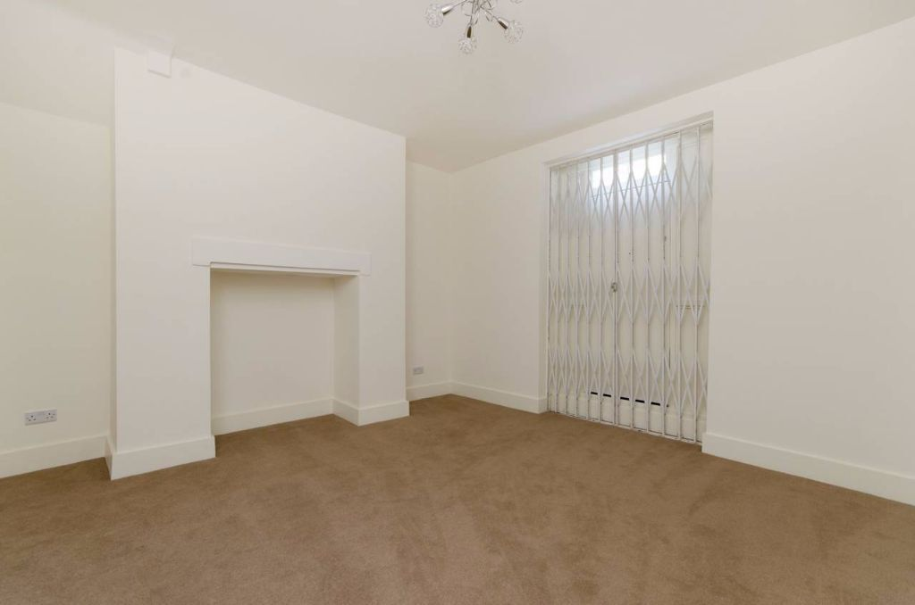 One bedroom flat close to St John's Wood Tube- Finchley Road NW8