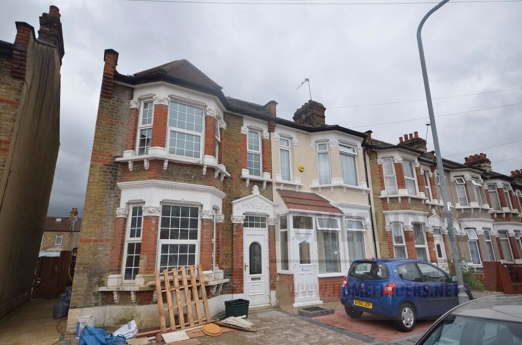 House Share to rent in Henley Road, Ilford, IG1
