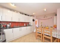 BRIGHT AND AIRY 3 BEDROOM FLAT AT PIMLICO**GREAT PRICE FOR THIS AMAZING FLAT