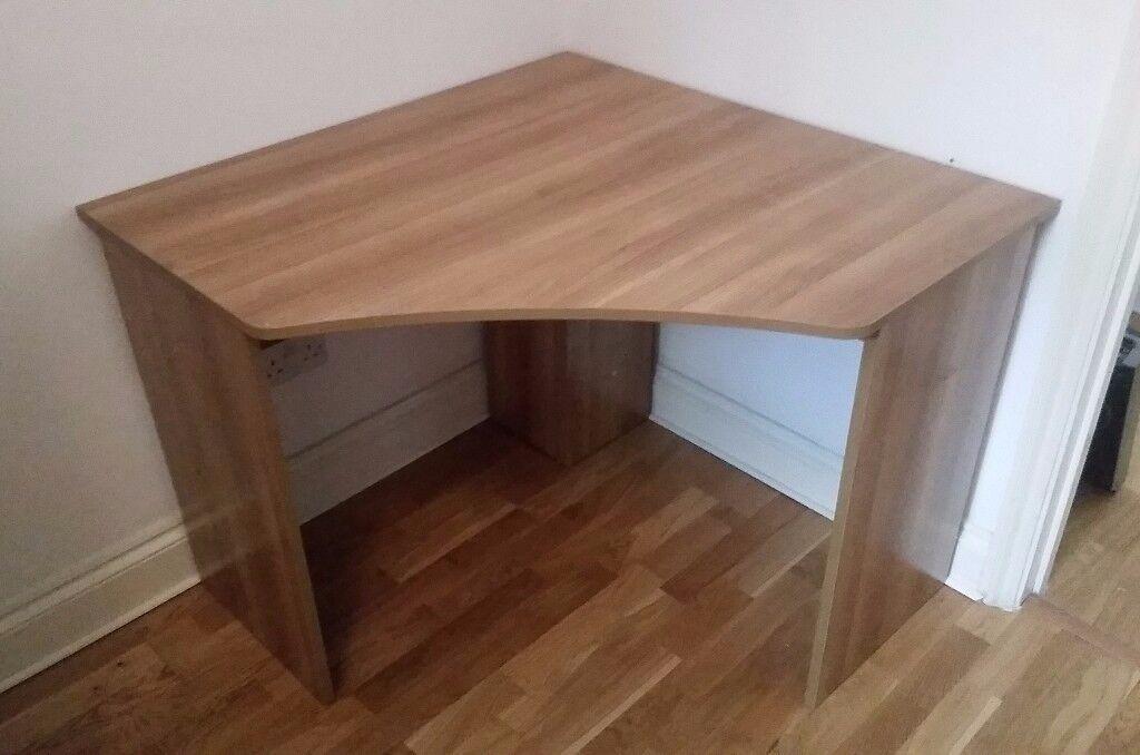 Corner desk in very good condition