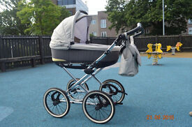 Lovely modern 3 in 1 travel system pram / pushchair / car seat perfect condition