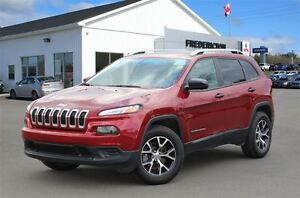 2016 Jeep Cherokee SPORT! 4X4! HEATED SEATS! ONLY 9, 400 KM!!