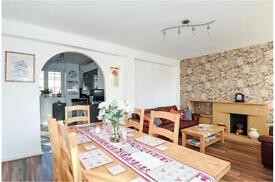 3 bedroom flat in Charlbert Street