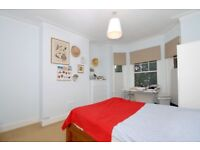 A spacious 2 bed flat with a garden nearWimbledon Town Centre. Cromwell Road, SW19