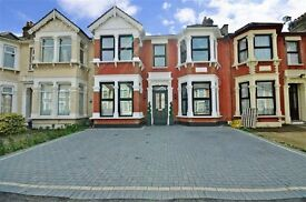 LOVELY 4 BEDROOM HOUSE TO LET ON CAVENDISH GARDENS, ILFORD