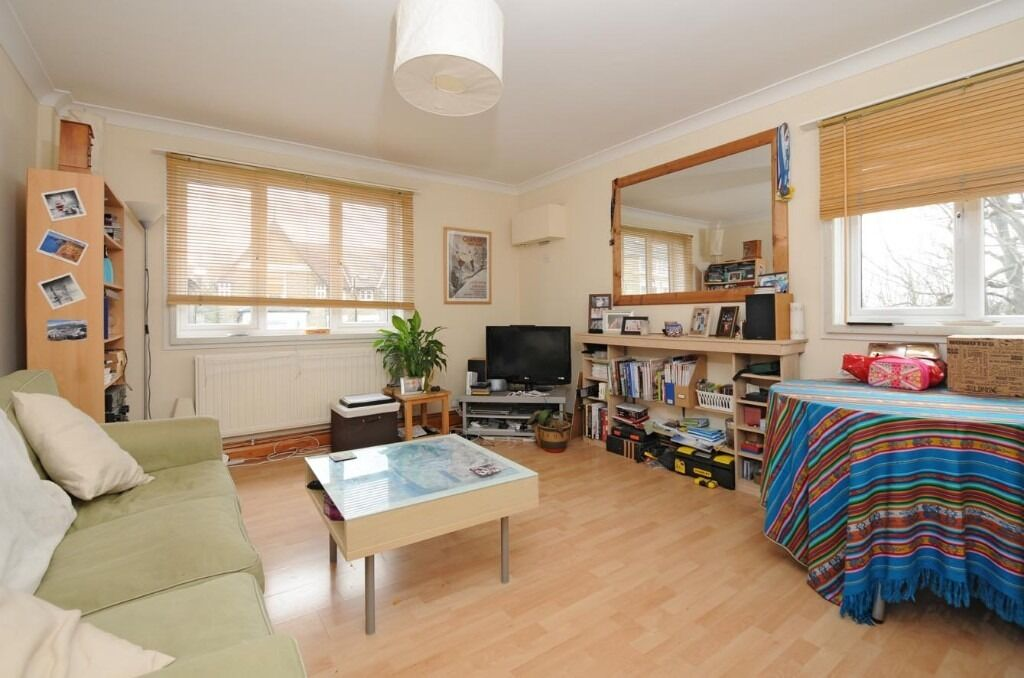 One bedroom flat in St Ann's Hill, SW18 £1250PCM available 10th Dec -furnished