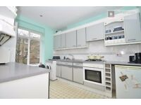 ISLINGTON N1 ---- Fantastic 4 Bed Apartment With Roof Terrace ----- £779 pw ---- N1 1LX ---