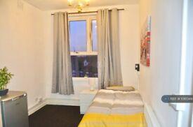 Studio flat in Woodhouse Street, Stoke-On-Trent, ST4 (#1061344)