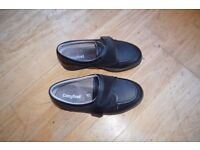 Good as new pair of black Cosyfeet shoes size 6