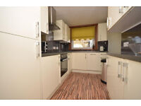 Spacious 2 bedroom flat in Snaresbrook available now part dss accepted with guarantor