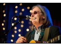 Dougie Maclean 2 front row tickets