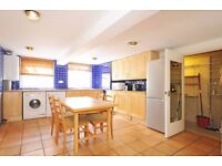 *Large split level two bed* Exceptional kitchen breakfast room - Two doubles ( Elmbourne Rd)