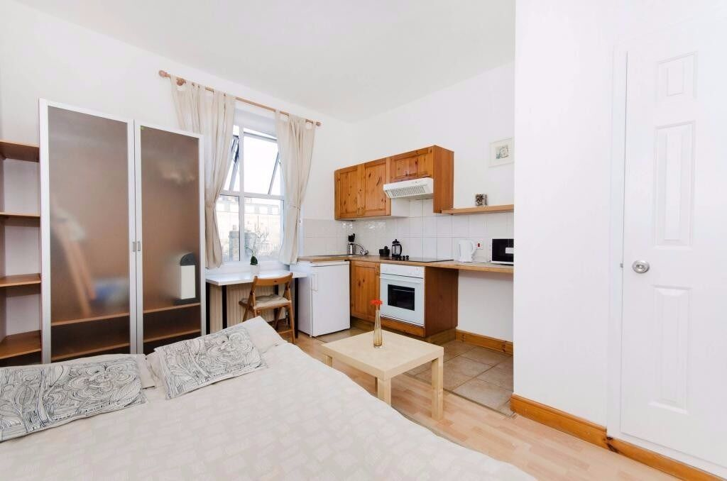 Comfortable studio flat in Earl's Court (West Cromwell Road) for 300pw * UTILITY BILLS INCLUDED*
