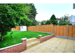 *** STUNNING 5 BEDROOM HOUSE *** AVAILABLE NOW *** Finchley Picture 8