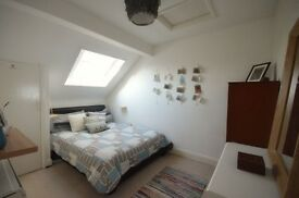 One double bed flat, Queens Rd Wimbledon, clean, bright, available early July