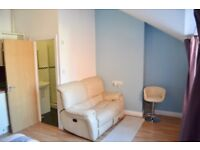 LARGE STUDIO FLAT BMTH TOWN CENTRE AVALIABLE NOW ATTENTION HOUSING BENEFIT & PET OWNERS HURRY NOW