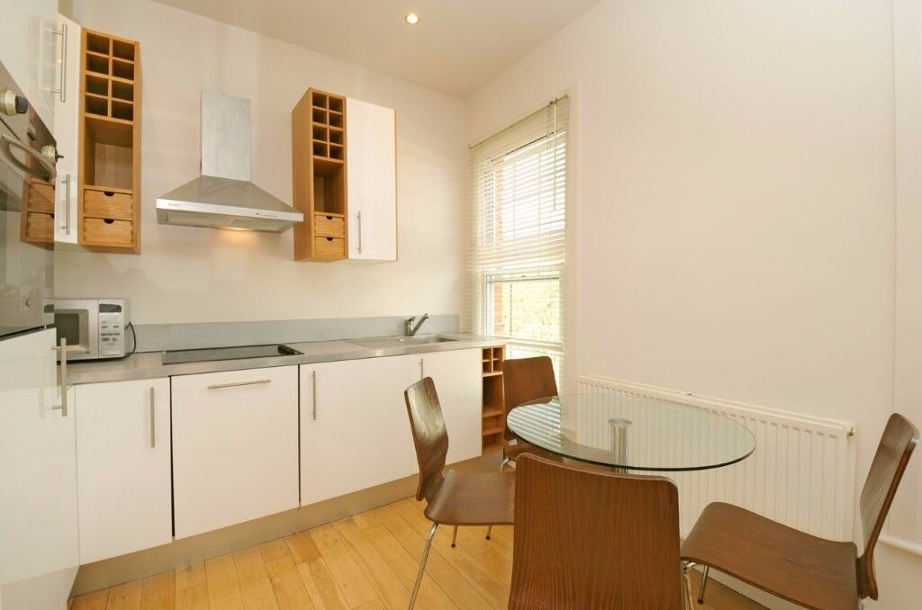 A delightful two double bedroom flat for rent located moments from the wealth of amenities in Putney