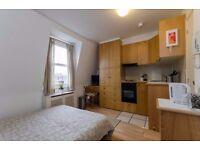 SHORT LET-Top floor studio flat with en-suite shower/wc and open plan kitchen