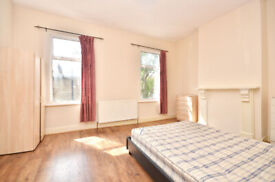 EXTRA LARGE ROOM FOR RENT, - NEAR STARTFORD WESTFIELD SHOPPING CENTER & UEL