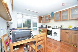 Hackney E5 ---- Superb 4 Bed Townhouse With Garden ---- E5 0HX ----- £530 PW ------