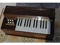 Vintage MAGNUS Model 300 1967 Electric Chord Organ