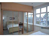 1 bedroom in Ellerman Avenue, Twickenham, TW2 (#1143077)