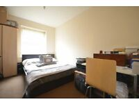 A VERY NICE ROOM in CANARY WHARF , bills included