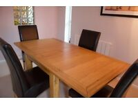 Oak extending Dining room/kitchen Table and 4 chairs