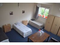 Huge Triple Bedroom ! 80£/w per person. Move in Today ! Beautiful House