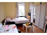 Large Double room with En suit shower and toilet close to Tube - All bills and internet inclusive!