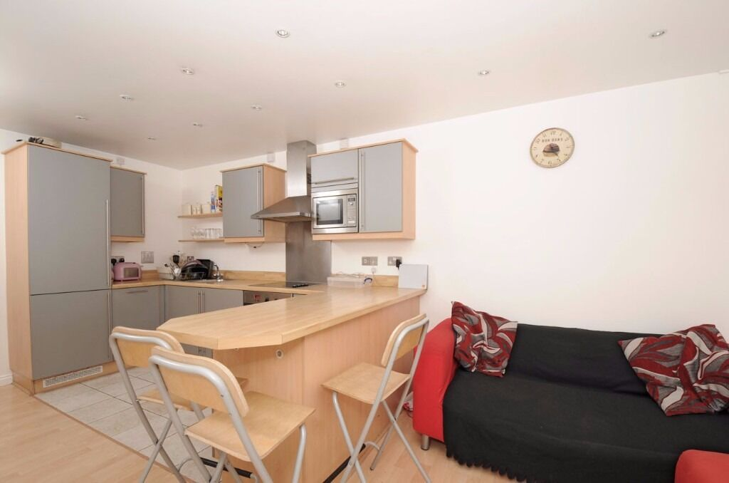 A well presented & modern three double bedroom apartment to rent, Great Dover Street