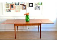 Fantastic Vintage Danish extending teak table. Delivery. Modern / Midcentury.