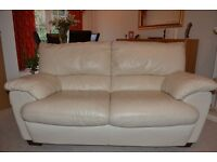 Cream Leather 2 Seater Settee in Very Good Condition