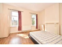 EXTRA EXTRA LARGE DOUBLE ROOM AVAILABLE FOR RENT NEAR STARTFORD TUBE STATION