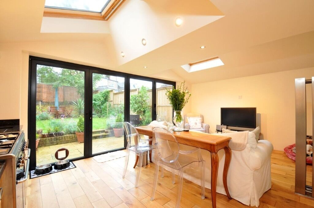 A Stunning Two Bedroom Ground Floor Conversion Flat On St James' Drive - £2350pcm