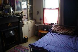 1 month sub let, double room in friendly house share, just off Gloucester Road