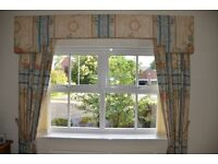 PAIR OF FLOOR LENGTH CURTAINS WITH RAIL AND SHAPED PELMET