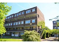 One Double Bedroom Flat - Heating & Hot Water Included - Brentford Dock