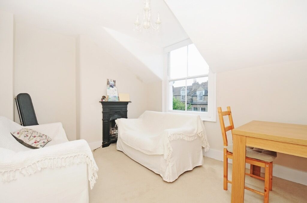 One Double Bedroom Flat, Dafforne Road, Tooting Bec SW17, £1400 Per Month