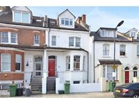 Bedsit moments from West Hampstead stations & local amenities - Available immediately
