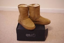 Emu sheepskin boots