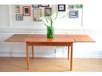 Fantastic Vintage Danish extending teak table. Delivery. Modern / Midcentury.