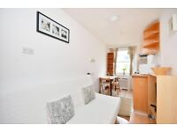 -Elegant studio apartment in Earl's Court for 300pw, Penywern Road